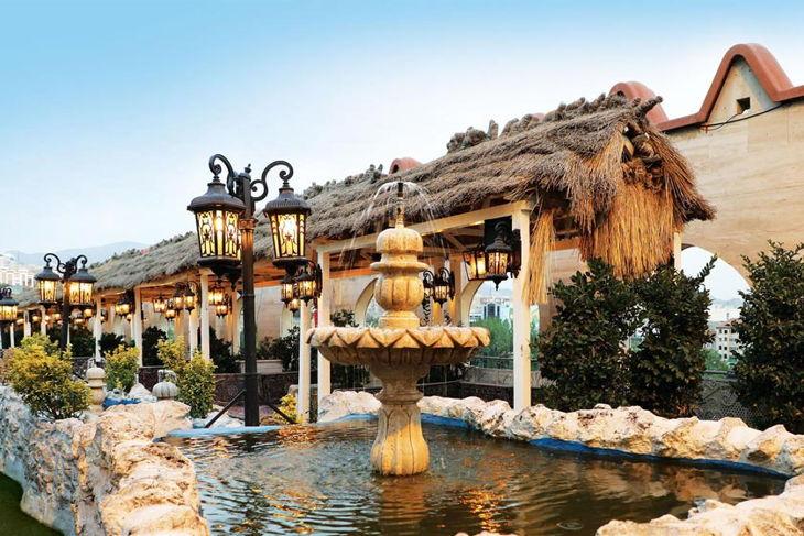نمای زیبای رستوران ارکیده مهستان در کرج