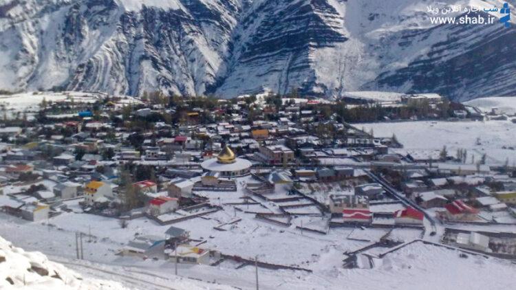 نمایی از لاریجان در برف