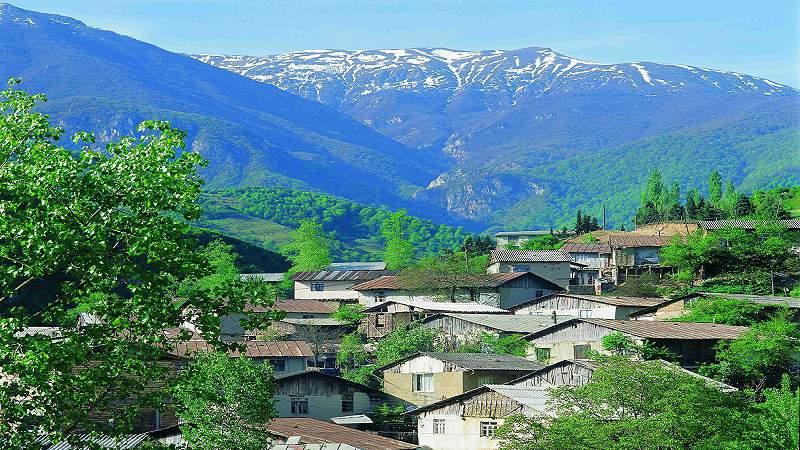 روستای زیارت گرگان با چشم انداز جنگلی و کوهستانی