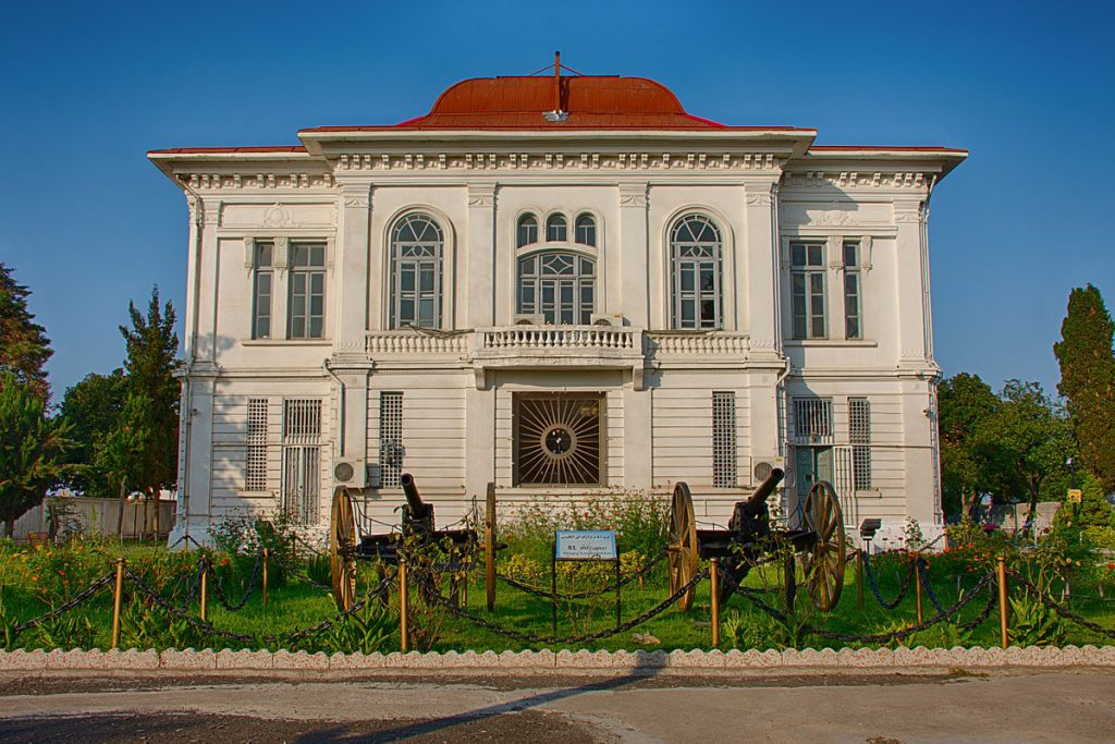 موزه نظامی انزلی (کاخ میان پشته)