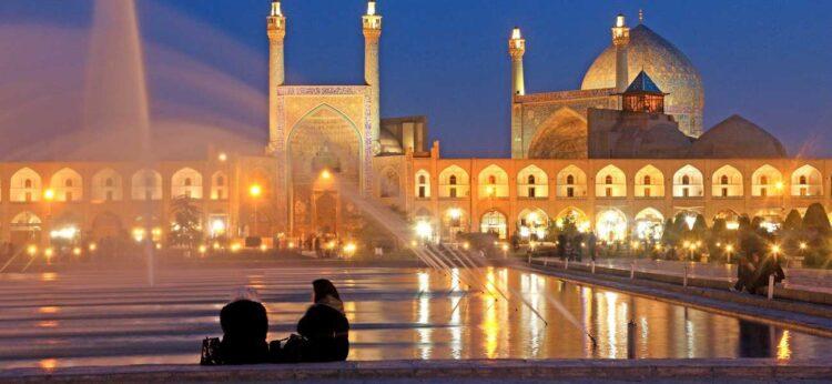 جاذبه های گردشگری استان اصفهان، گوهر فیروزهای جهان