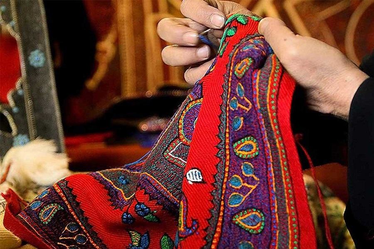 فرش قالیچه محصولات نمدی و پشتی سوغات ترکمن صحرا