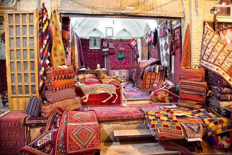 گلیم فرش و محصولات بافته شده با دست در رنگ های مختلف