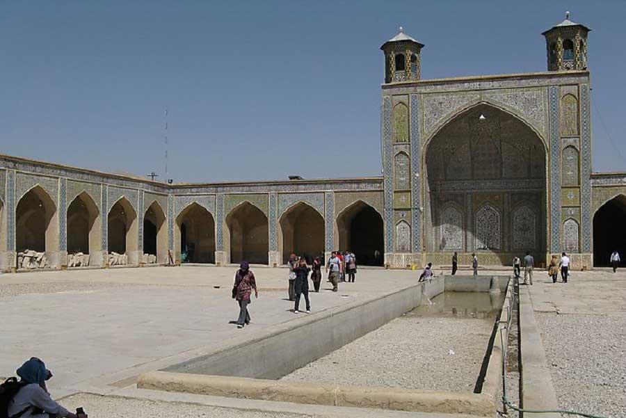 مسجد وکیل در نزدیکی بازار وکیل شیراز