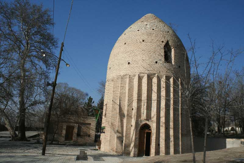 مقبره تاریخی زیارتگاه امام زاده حسین کردان