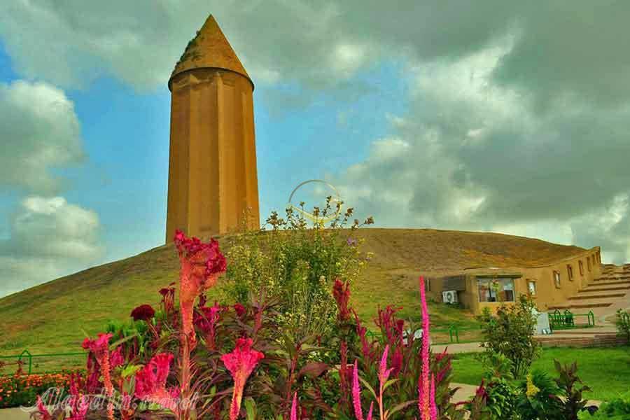 میل گنبد یا برج گنبد قایوس در شهر ترکمن صحرا