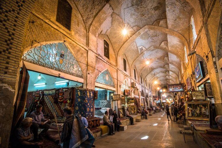 بازار وکیل در مرکز شیراز