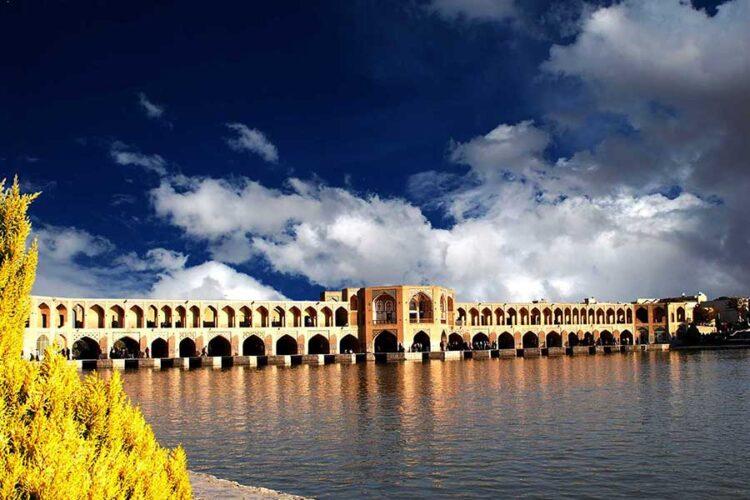 سی و سه پل اصفهان از جاهای دیدنی اصفهان
