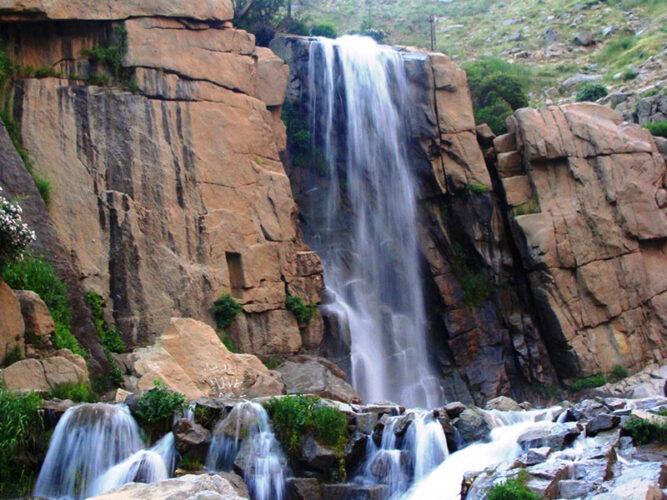 آبشار تاریخی گنجنامه همدان
