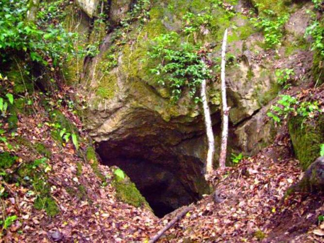 غار خون فوشه فومن