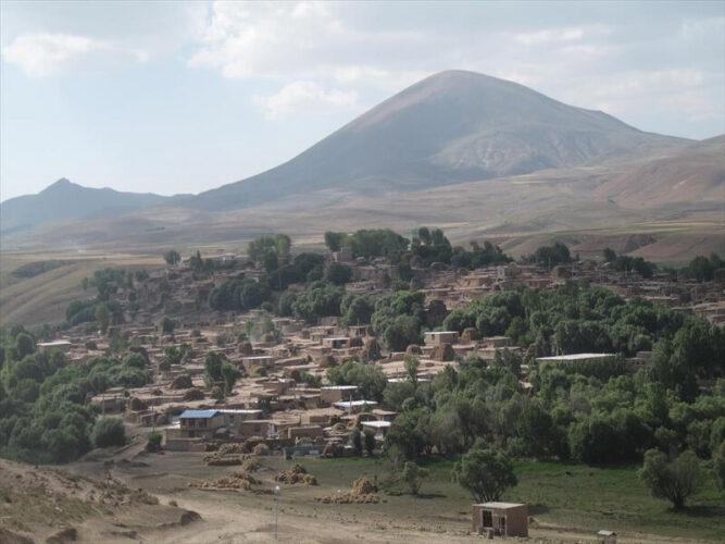 روستا و غار دوگیجان
