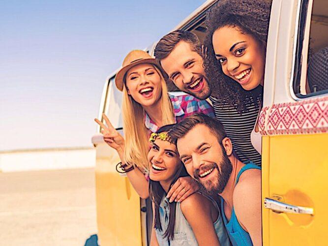 مسافرت میتواند به تقویت دوستی کمک کند